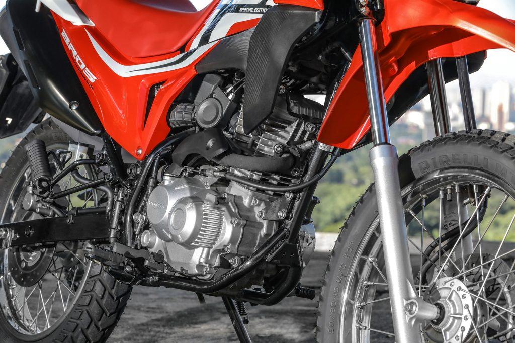 motor da motocicleta honda bros 160