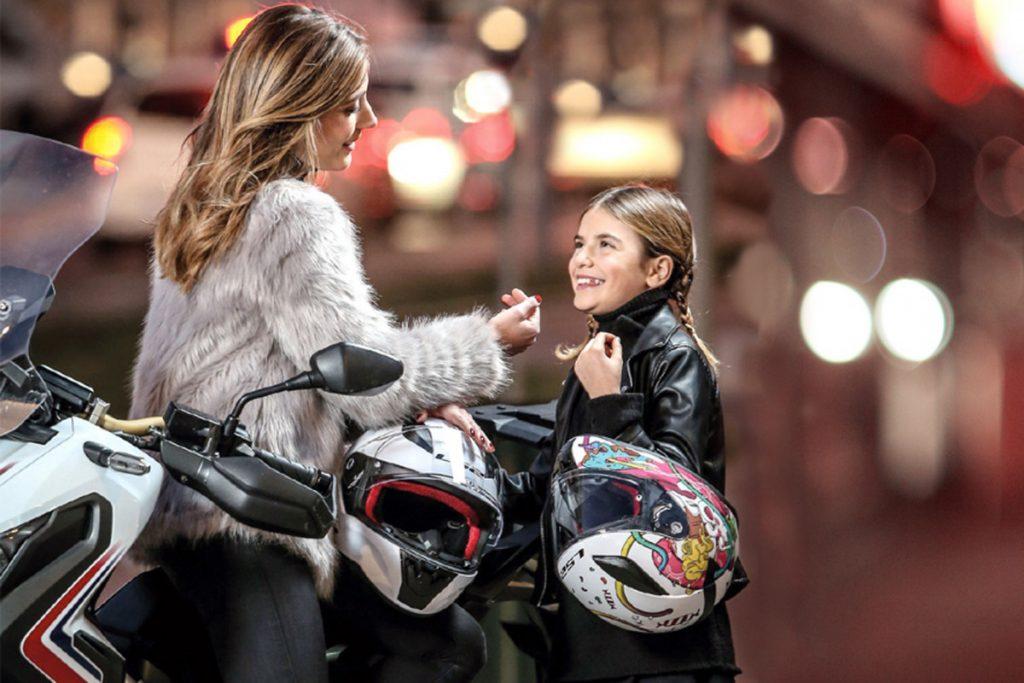 crianca na moto